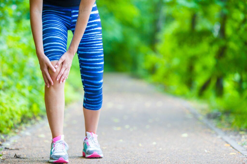 Female runner knee injury and pain